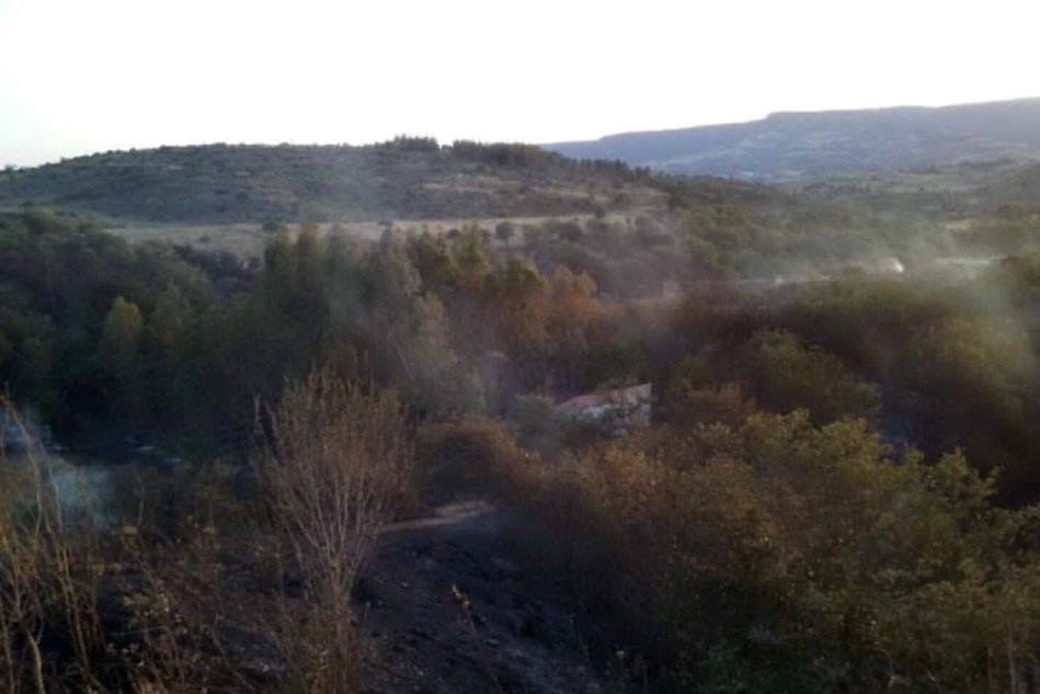 L'incendio a Gonnosnò (foto Antonio Pintori)