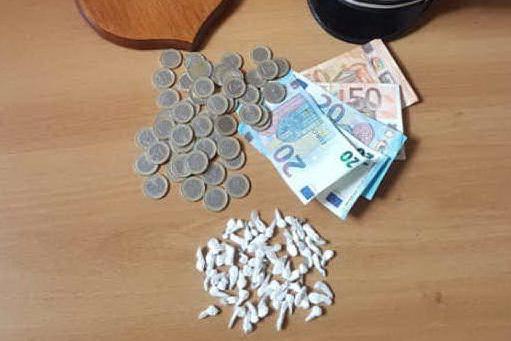 Via Schiavazzi, spacciavano eroina e cocaina: in manette due pusher