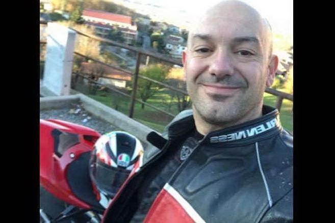 """Tragica collisione contro il guardrail: addio a """"Sardokan"""", 41enne che amava la moto"""