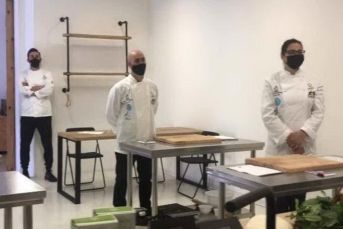 Cagliari, la scuola di cucina di chef Pitzalis per i ragazzi di Sant'Elia