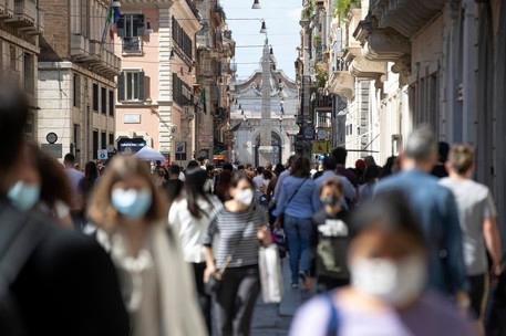 """In Italia7.260 positivi e 55 morti: """"La maggior parte delle vittime non era vaccinata"""""""