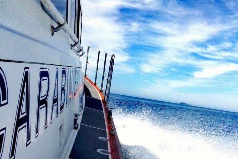 Sant'Antioco, s'incaglia la barca: disavventura per due pescatori