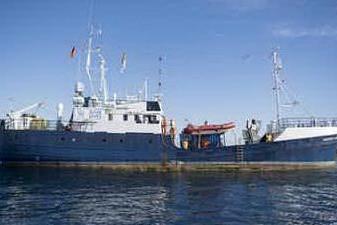 """Sea Eye soccorre barcone con 64 migranti: """"Serve un porto sicuro"""""""