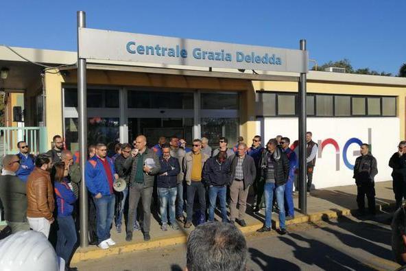 """Sciopero dei lavoratori degli appaltidella Centrale Grazia Deledda: """"Mancano progetti per il ricollocamento"""""""