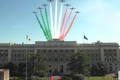 Il 98esimo compleanno dell'Aeronautica, lo spettacolo delle Frecce Tricolori
