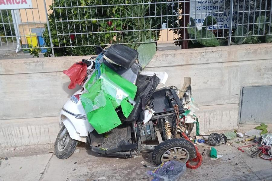 Pensionato col triciclo elettrico travolto da una Smart a Selargius