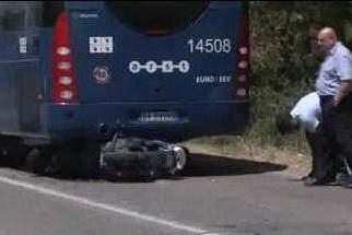 Arborea, col motorino tampona il bus dell'Arst: giovane in ospedale