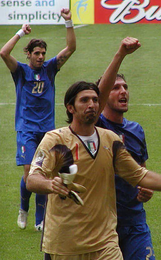 E' campione del mondo con la Nazionale italiana nel 2006 (foto Twitter)