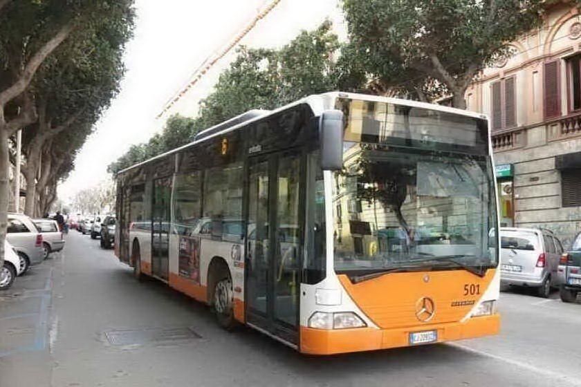 Cagliari, ragazzino aggredito sul bus da due giovani