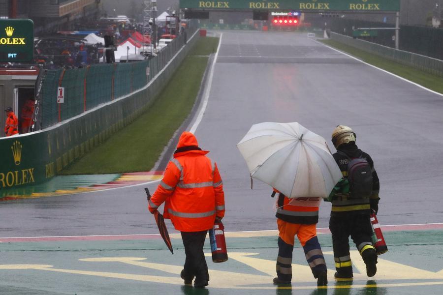Gran Premio farsa in Belgio: vince Verstappen, ma non si corre