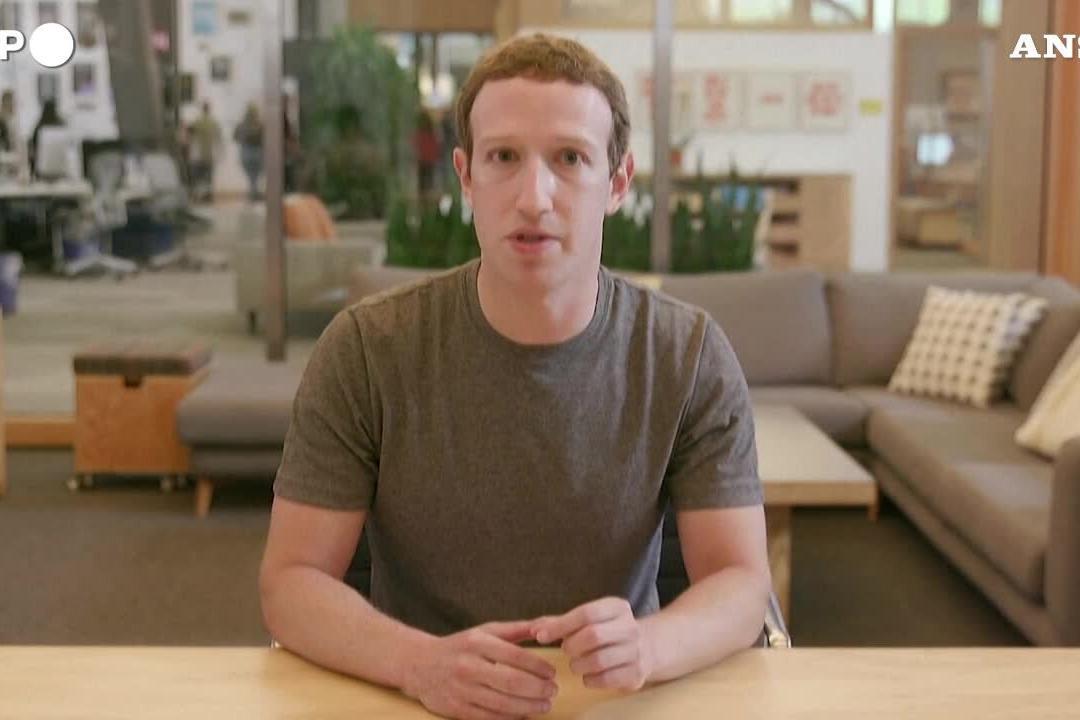 """Mark Zuckerberg contro la """"talpa"""" Frances Haugen: """"'Accuse illogiche"""""""