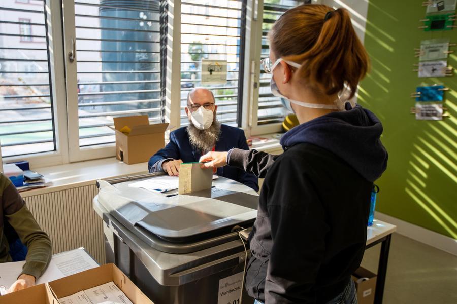 La Germania si prepara al dopo Merkel, aperti i seggi per le elezioni legislative