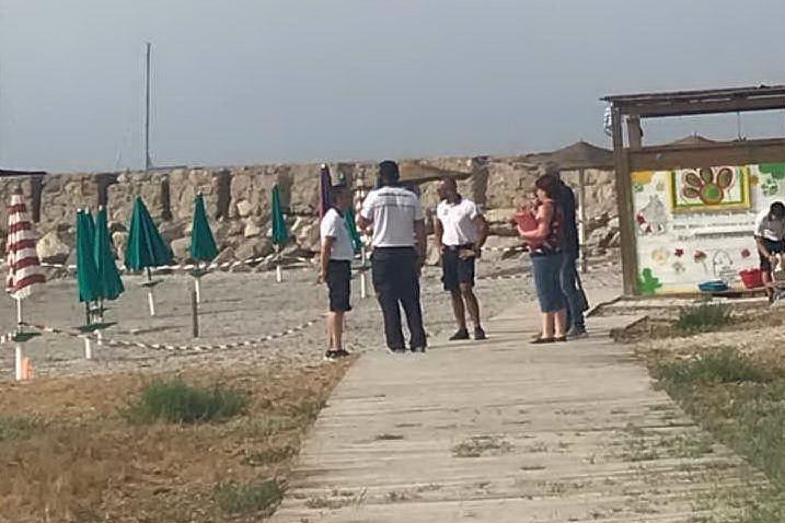 """Porto Pino, sigilli alla spiaggia """"animal friendly"""""""