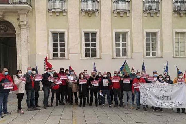 La manifestazione a Cagliari (Ansa)