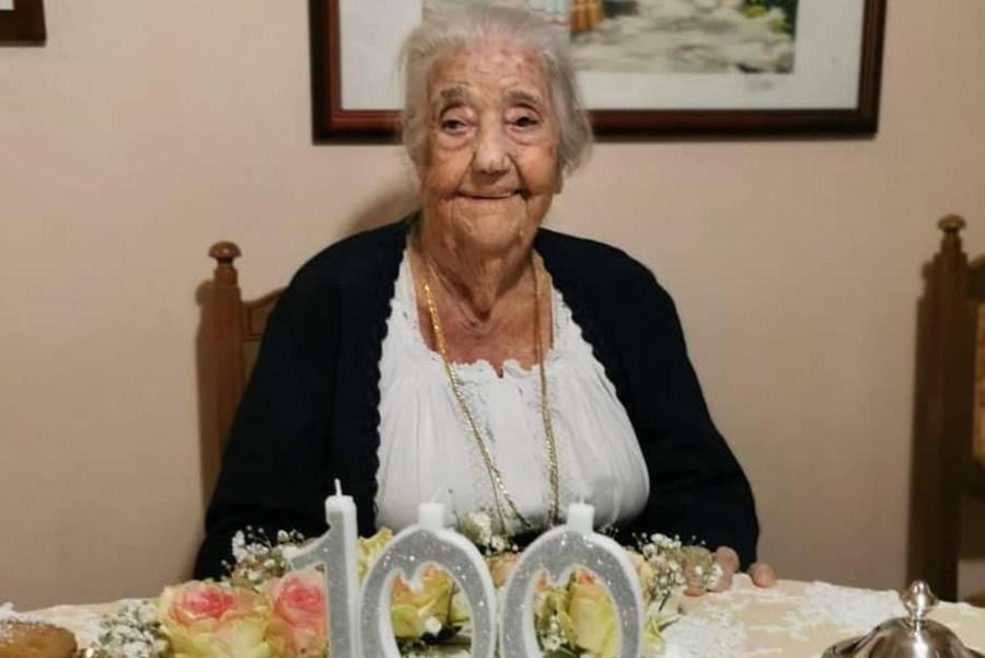 Tortolì festeggianonna Mariuccia, checompie cent'anni
