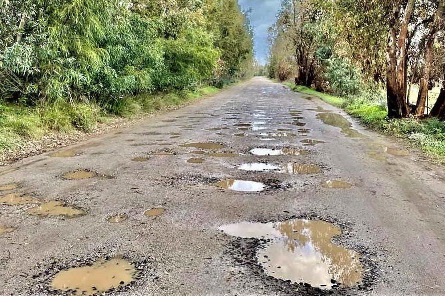 Oristano, strade rurali impraticabili. Ma slittano i lavori