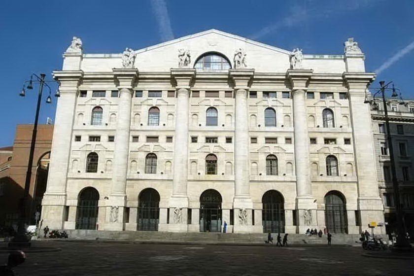 Borsa, Milano chiude in moderato rialzo: in rosso Fca