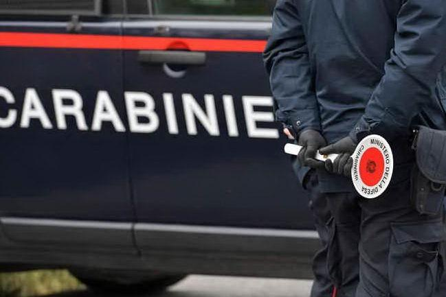 Ladri non si fermano all'alt e travolgono carabiniere: è grave