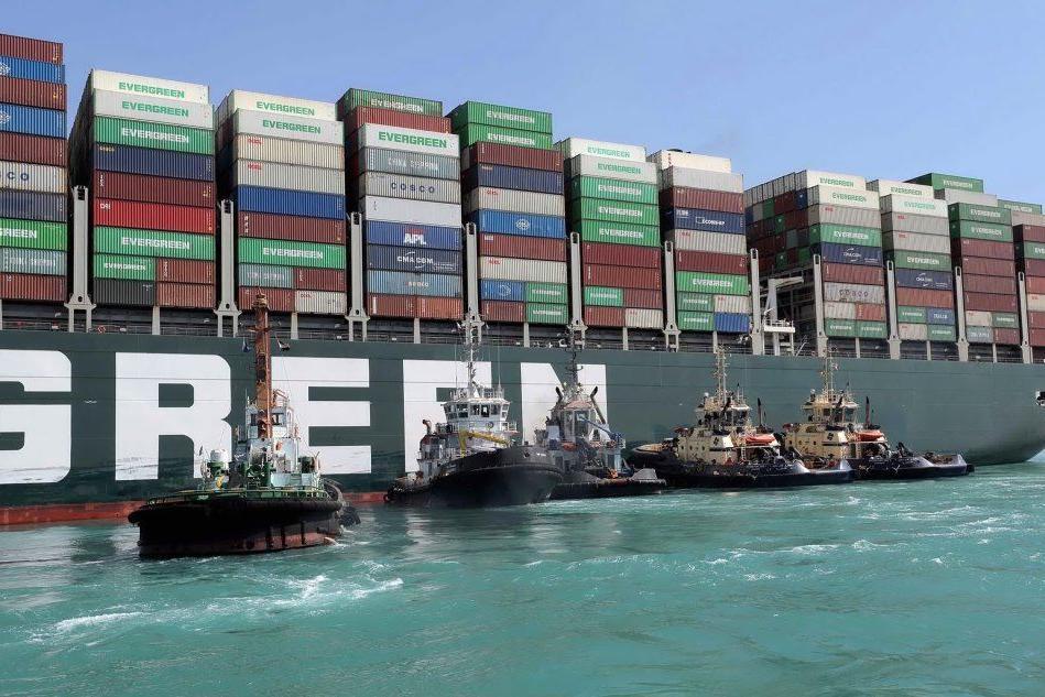Suez, nave sbloccata: la riapertura del Canale è più vicina