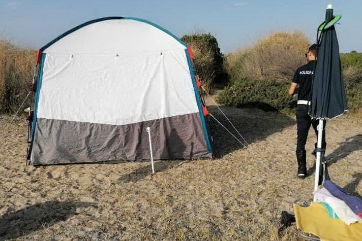 Auto sulle dune, campeggi abusivi e rifiuti in spiaggia: raffica di multe