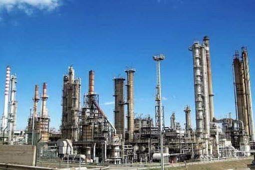 Sarroch, vertice con i dirigenti della Saras: chiarite le origini della puzza di gas