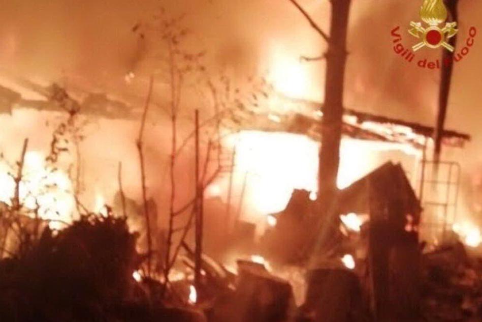 Il fuoco devasta un'abitazione: due donne carbonizzate