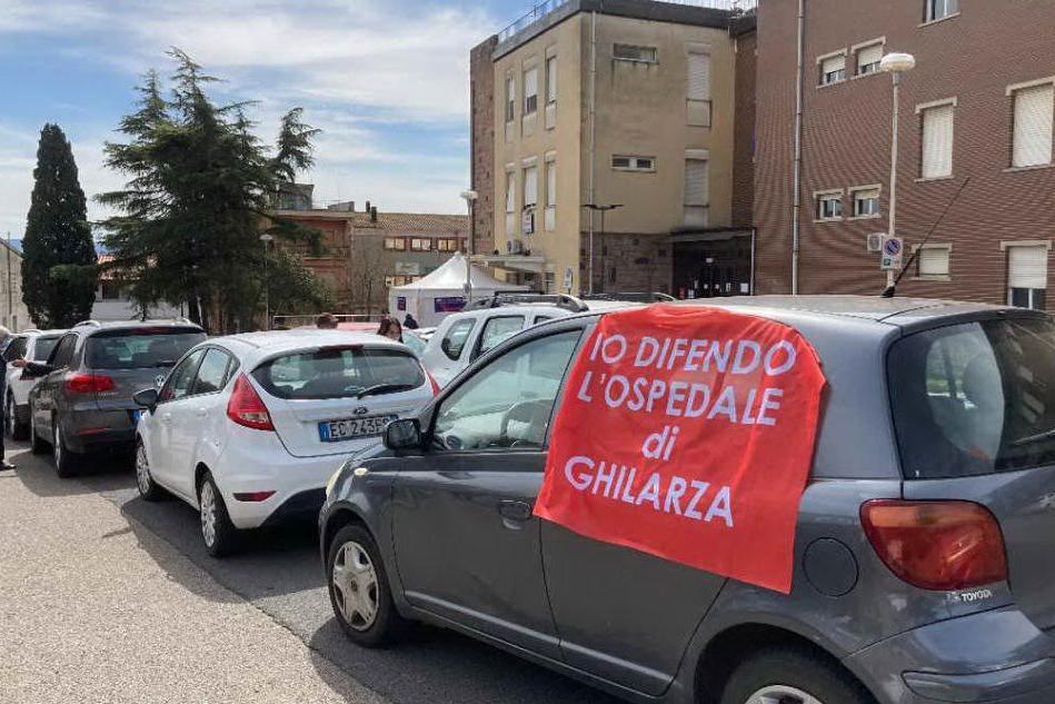 Ghilarza, protesta per l'ospedale: decine di auto in corteo