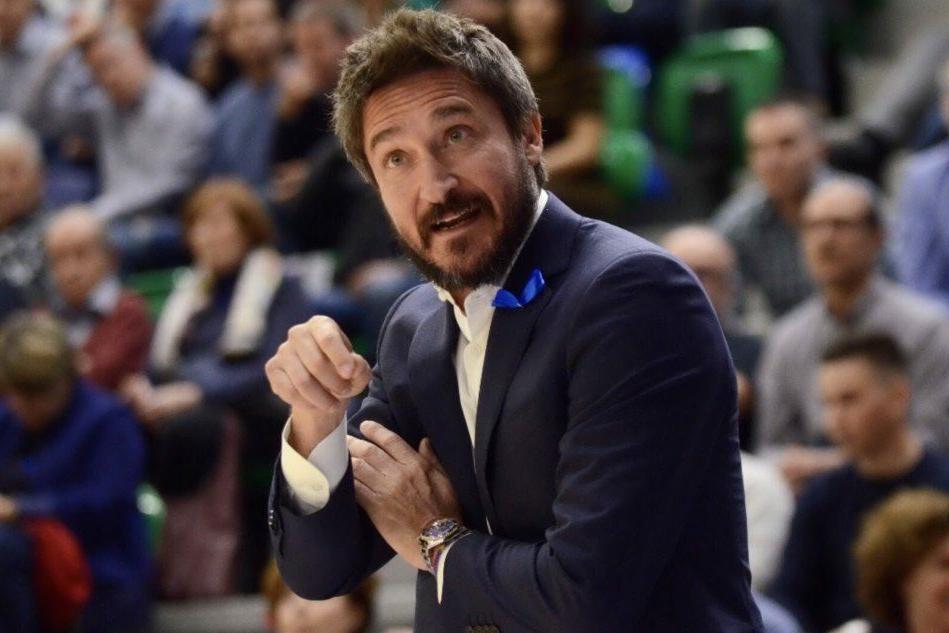 Cena e partita con Pozzecco, l'iniziativa benefica dell'allenatore della Dinamo
