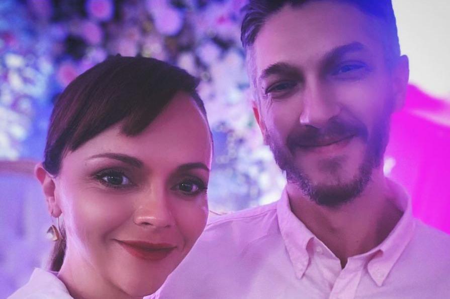 Christina Ricci, l'attrice volto diMercoledì Addamssi (ri)sposa