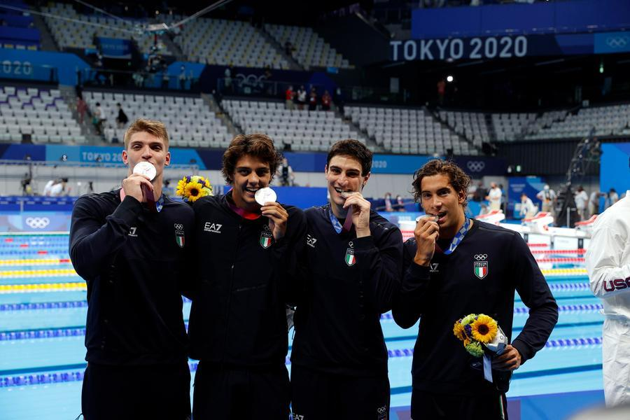 Tokyo, nuoto sugli scudi: staffetta d'argento per l'Italia. Martinenghi è bronzo nei 100 rana