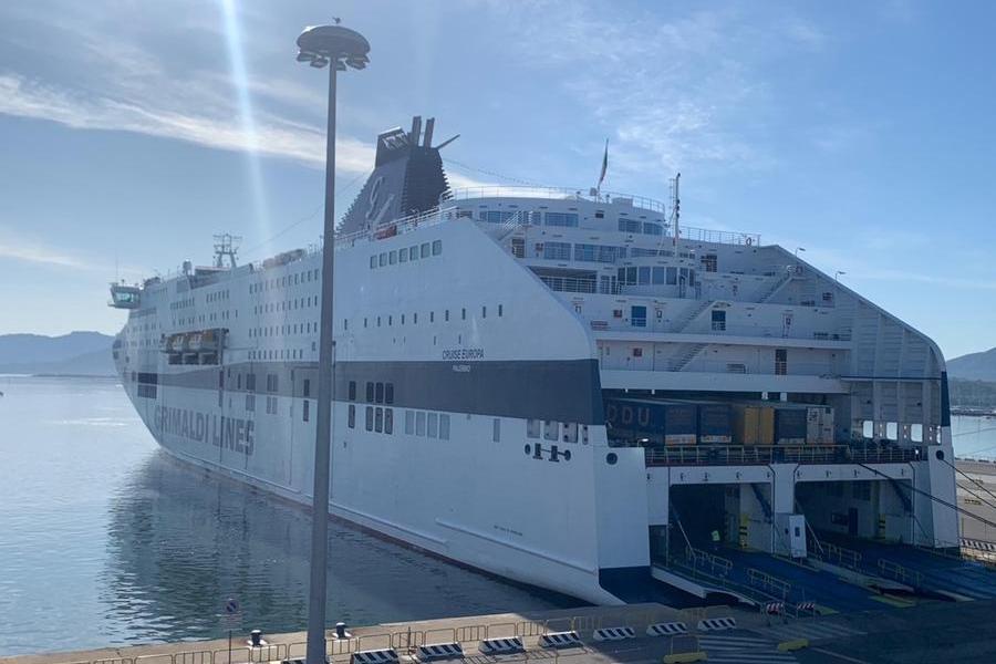 Traghetti: ai sardi 100 euro in meno sulla tratta Cagliari-Civitavecchia