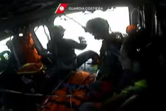 Operatrice subacquea in difficoltà a Cala Regina, arriva l'elicottero