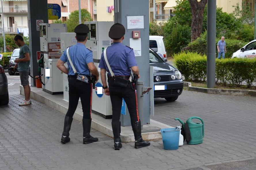 """""""Il bancomat non funziona, passo domani"""", e sparisce dopo aver fatto 50 euro di gasolio"""