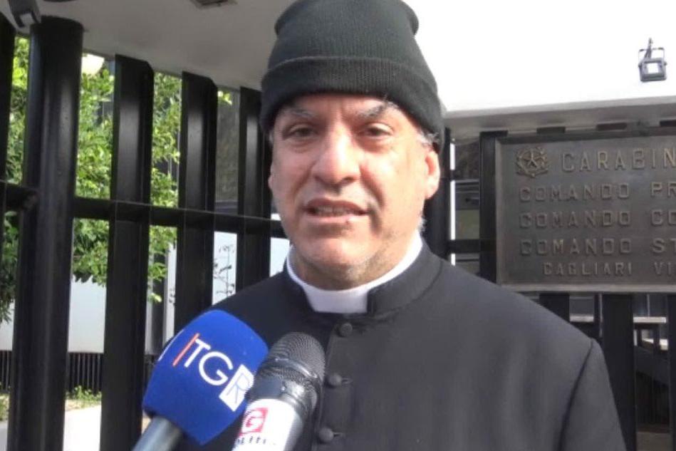 Sorprende i ladri in parrocchia: Pirri, prete ferito con uno scalpello VIDEO