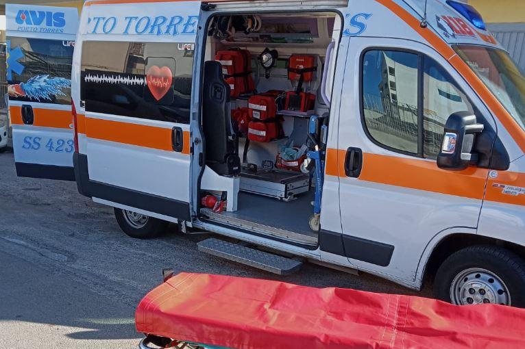Voragine in strada a Porto Torres: donna finisce in ospedale