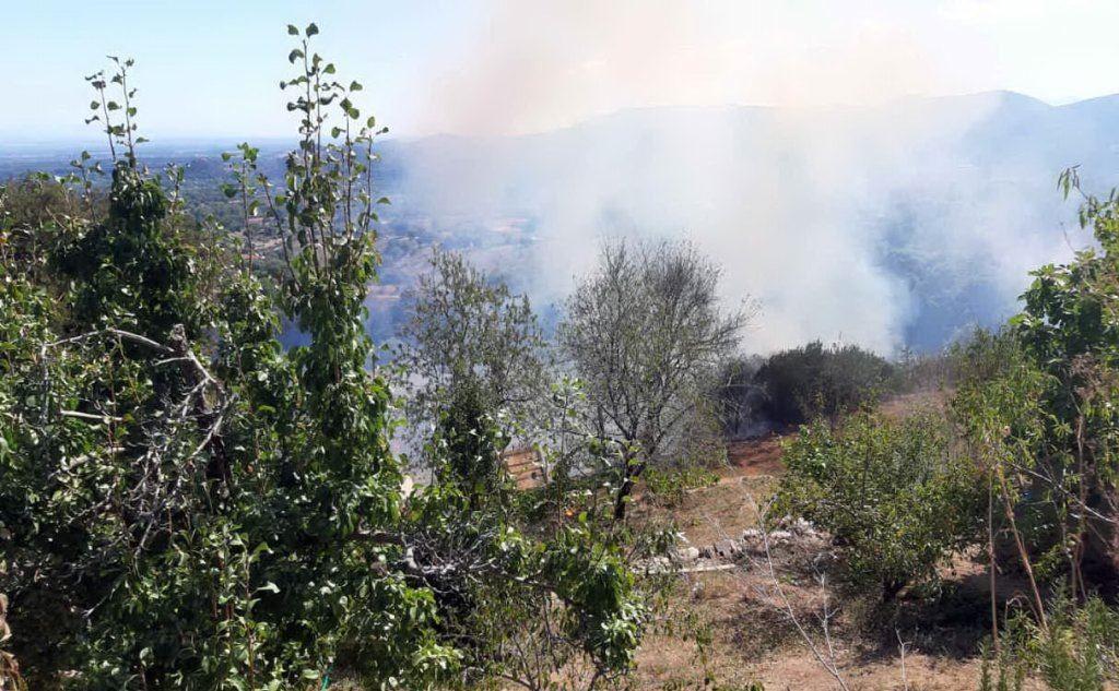 L'incendio nella località Bingiamigu (foto L'Unione Sarda - Pintori)