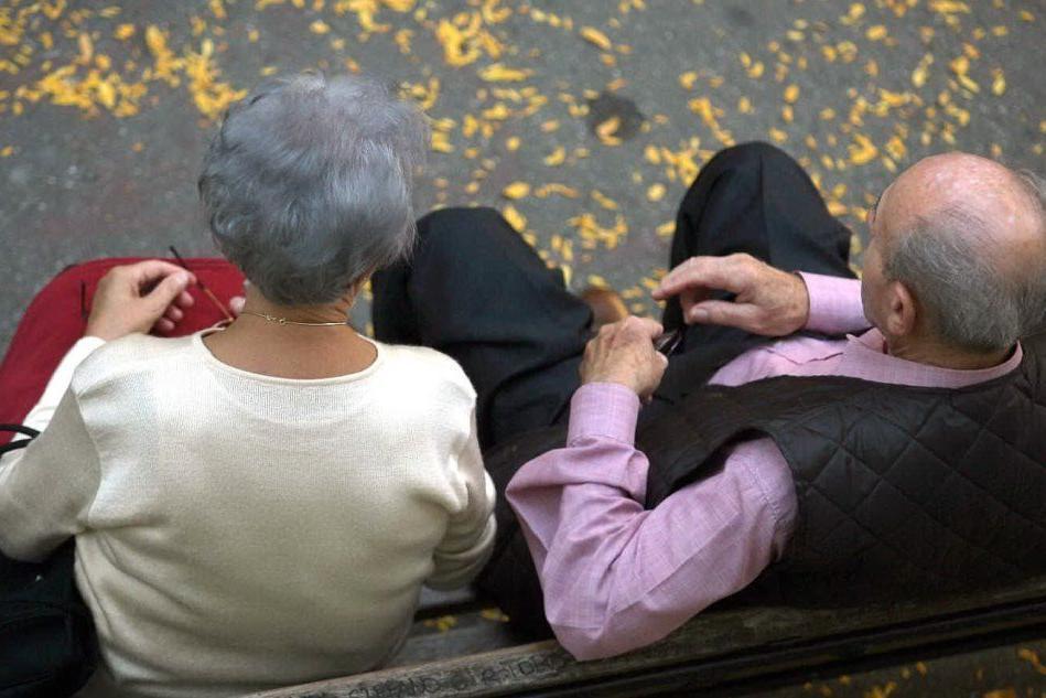 Coppia di anziani (Ansa)