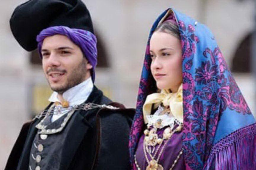 """Il pane e il gruppo folk Nuraghe conquistano il concorso """"Pani di Sardegna"""" alla Cavalcata"""