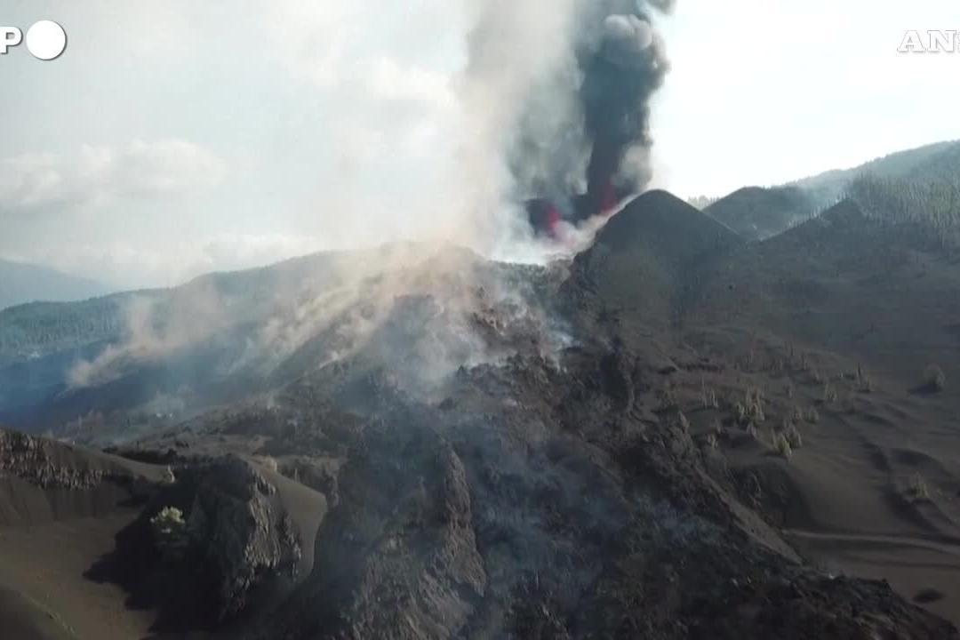 La Palma, le immagini aeree del vulcano Cumbre Vieja