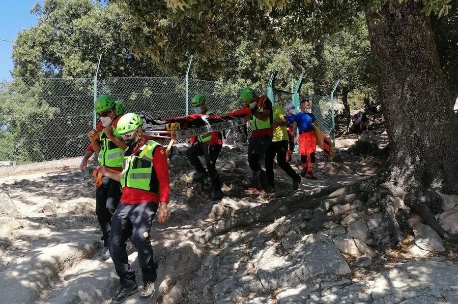 Villagrande Strisaili, cade durante l'escursione e batte la testa: interviene il Soccorso Alpino