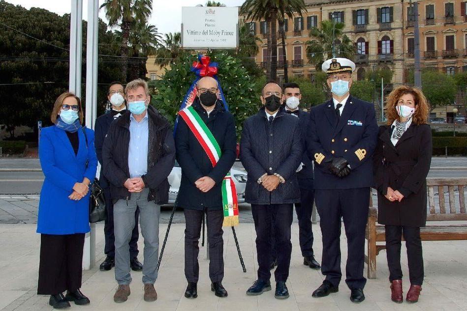 Cerimonia col sindaco di Cagliari in piazza Vittime del Moby Prince