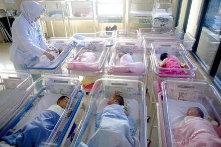 Lo staff non è vaccinato, chiude il reparto maternità: parti sospesi per settimane