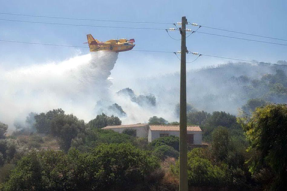 Incendi in Sardegna, allerta di colore arancio