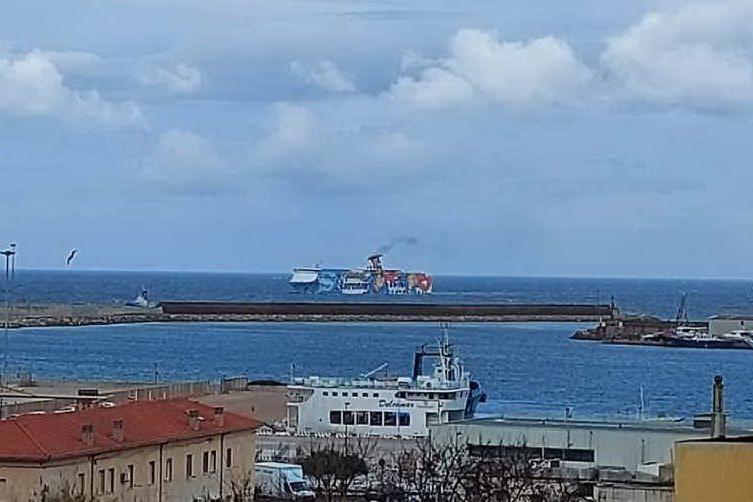 Porto Torres: nave in forte ritardo, raffiche fino a 70 Km orari
