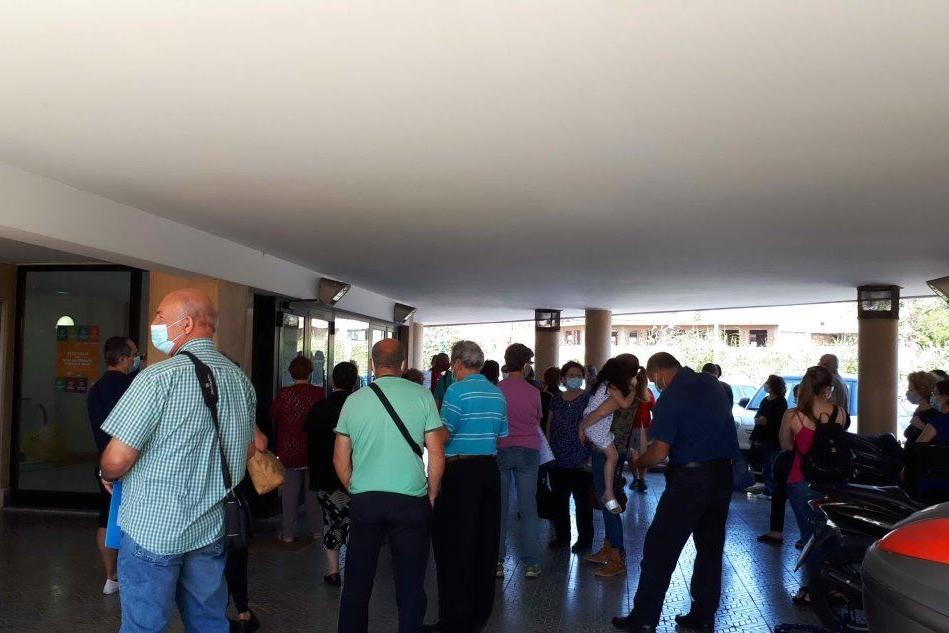 Folla per le prenotazioni alla Assl di Quartu