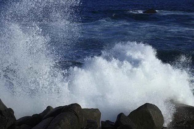 Burrasche e mareggiate con onde alte fino a 5 metri: allerta in Sardegna