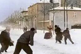 La battaglia di palle di neve di Lumière torna agli antichi splendori: le suggestive immagini