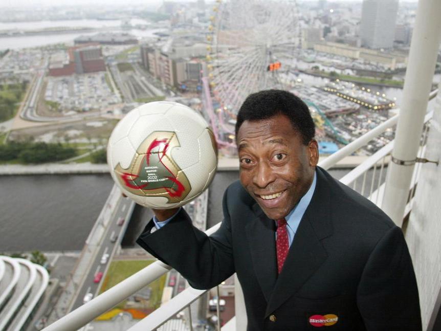 """Sospetto tumore al colon, operato Pelé: """"Affronteròquesta partita col sorriso sul volto"""""""