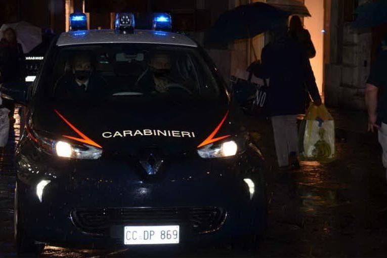 Festa con sette invitati a Cagliari: intervengono i carabinieri