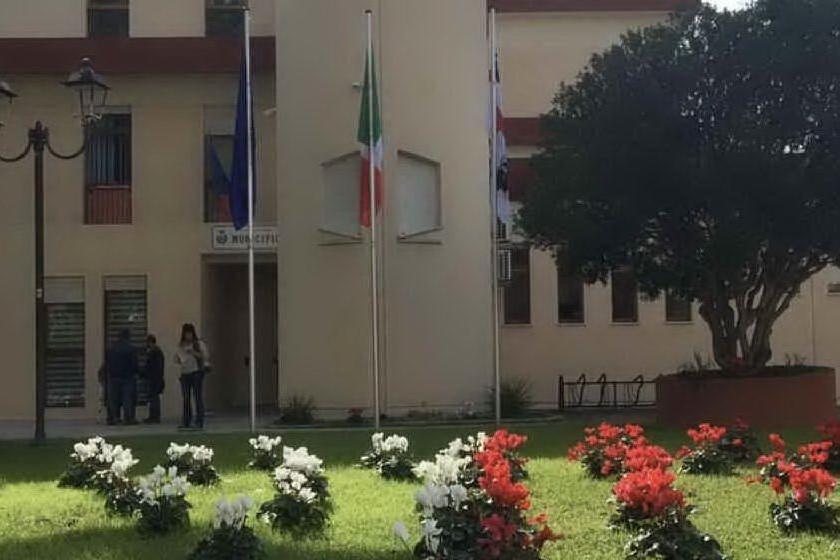 """Capoterra, Fdi: """"Quanto ci costano i migranti?"""". Il sindaco: """"Cifre irrisorie"""""""